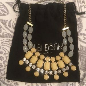 Beautiful baublebar cream and white necklace